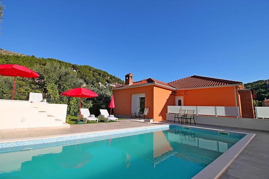 Villa Marietta with heated pool and sauna, 12 person max