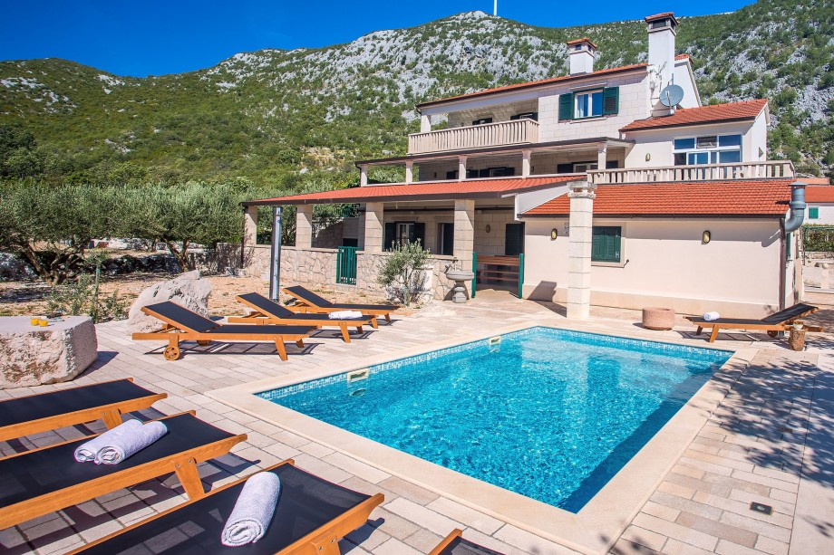 Villa My Stone with private pool, pool table, table tennis, and bowling field