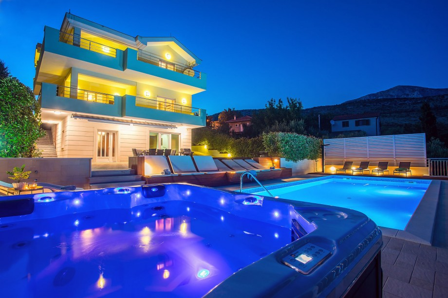 Villa Lovric Enjoy jacuzzi and absolute privacy located in nature surrounding