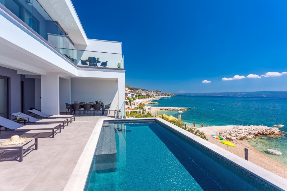 NEW! Beachfront Villa Lagom with 4 bedrooms, heated pool, media room , sea views