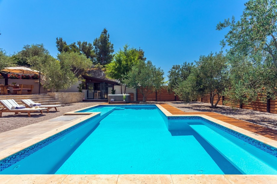 Villa Gabriella with private 50m2 heated pool with counter current, 4 bedrooms,