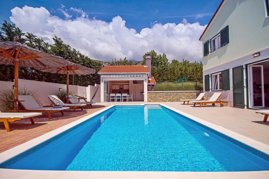 Private, heated pool  8m * 3,5m and fully equipped summer kitchen with TV