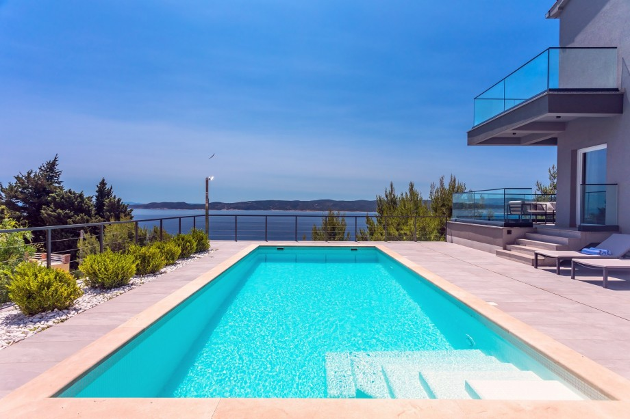 NEW! Very luxury and stylish Villa IPONI with private pool, sauna and gym