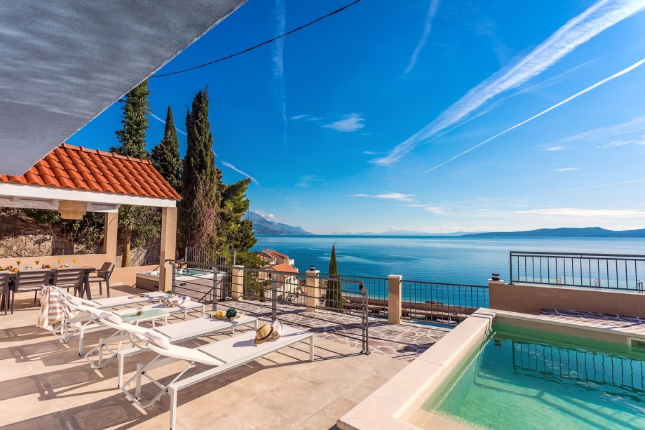 Perla Blu is well equipped and modern 190 sqm villa with all you and your family need for a very comfortable stay