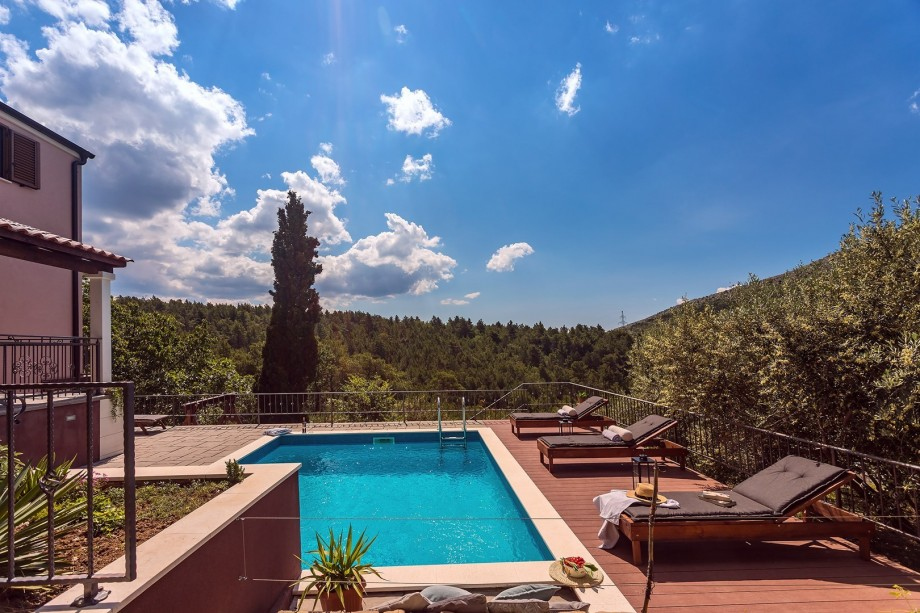 Sundeck with 5 sun loungers and 23 sqm private pool