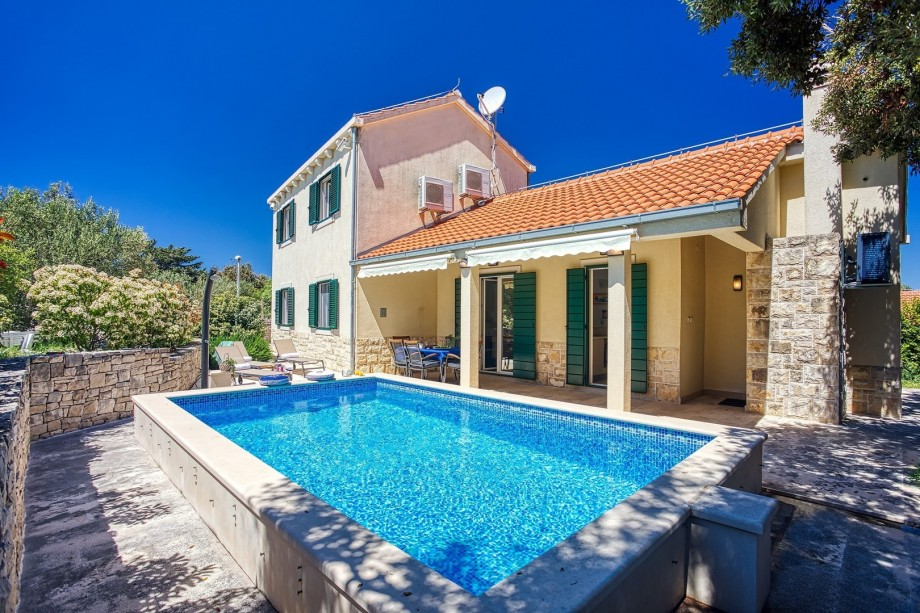 NEW! Villa SAN with heated pool, traditional surroundings, 3-bedrooms