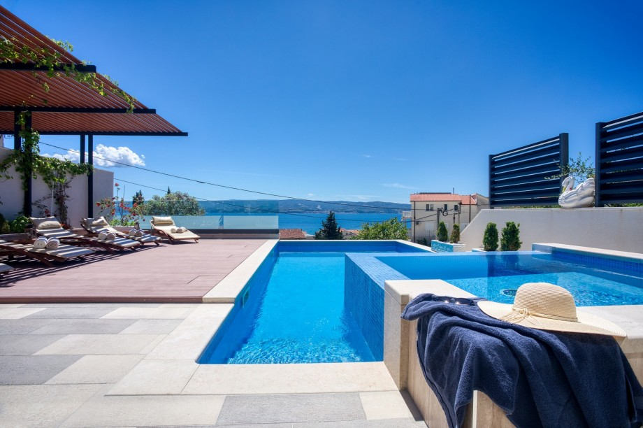 Villa Paradise with pool 32m2, outdoor BBQ, billiards, and playroom