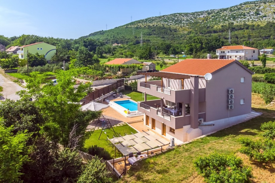 Villa Jelena with sauna and private pool 8m*3,5m with hydromassage and geyser