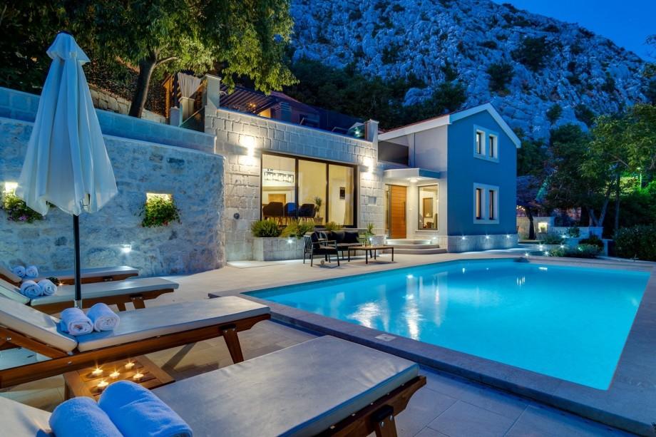 NEW! Villa Falcon House, 3-bedroom villa with heated 36 sqm pool, Jacuzzi, Finnish sauna